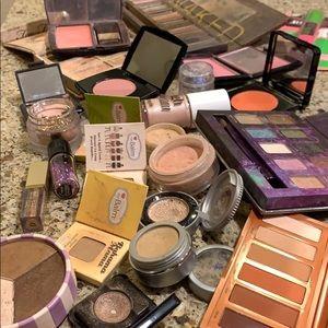 Urban Decay Makeup - Huge Lot of Makeup